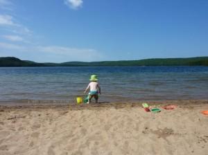 child-and-beach